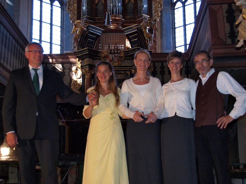 v.l.n.r.: Rudolf Ramming, Michaela Schlotter, Gigi Pfundmair, Regina J. Kleinhenz, Gernot Tschirwitz Foto: Anita Tschirwitz